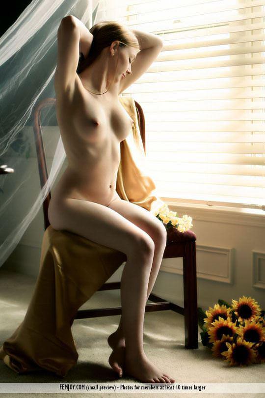 【外人】 処女のように美しいおっぱいを持つポーランドのミーガン(Megan)がヌード撮影してるポルノ画像 1103