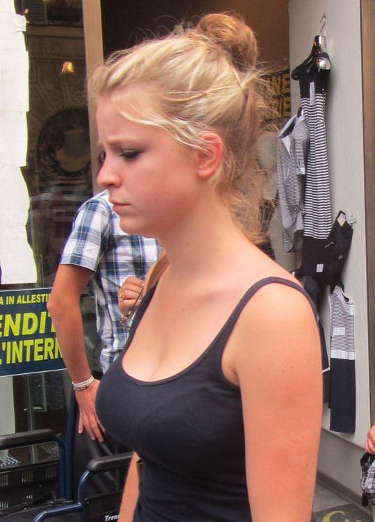 【外人】ローマで街撮りされちゃった女の子たちの着衣エロポルノ画像 1110