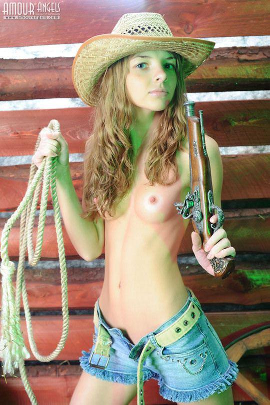 【外人】カウボーイのコスプレがめちゃ可愛いロシアン美少女のマン毛ヌードポルノ画像 1113