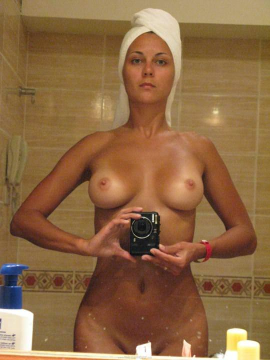 【外人】鏡の前に経つと条件反射的におっぱい自撮りしたくなる海外素人美女のポルノ画像 11142