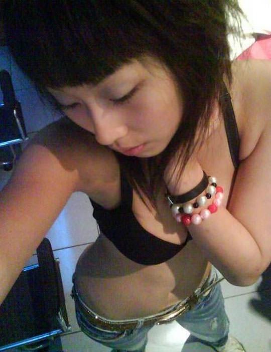 【外人】台湾人の激カワ素人娘が自慢の巨乳おっぱいを自画撮りしてネットうpのポルノ画像 1115