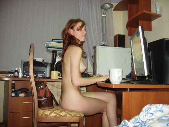 【外人】彼氏が同棲中の赤毛の彼女の裸を撮影しまくりなポルノ画像 1137
