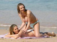 【外人】フランスのヌーディストビーチで撮影された素人娘の巨乳おっぱいポルノ画像