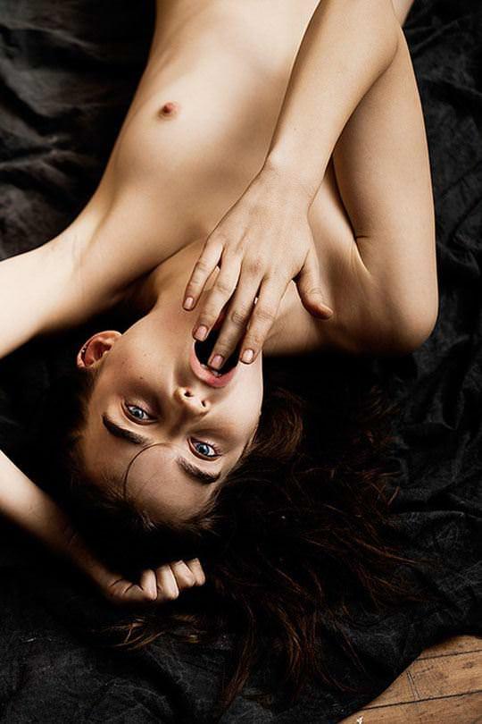 【外人】アメリカ人モデルのアリ・マイケル(Ali Michael)がモノクロアートヌードでポルノ画像 1188