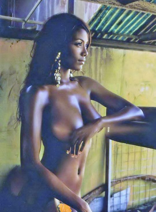 【外人】黒光りした裸体が神々しい黒人美女たちのセクシーおっぱいヌードポルノ画像 1206