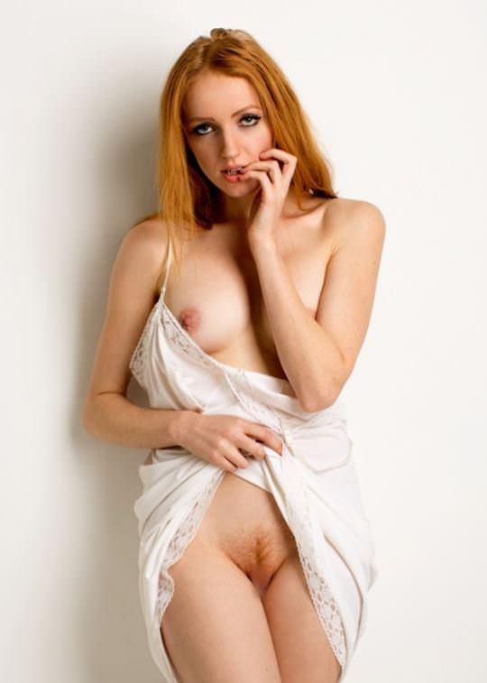 【外人】綺麗な赤毛を身に纏った美乳おっぱいヌードのポルノ画像 1207