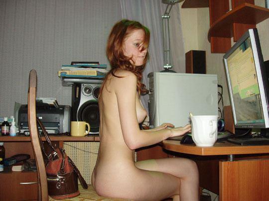 【外人】彼氏が同棲中の赤毛の彼女の裸を撮影しまくりなポルノ画像 1231