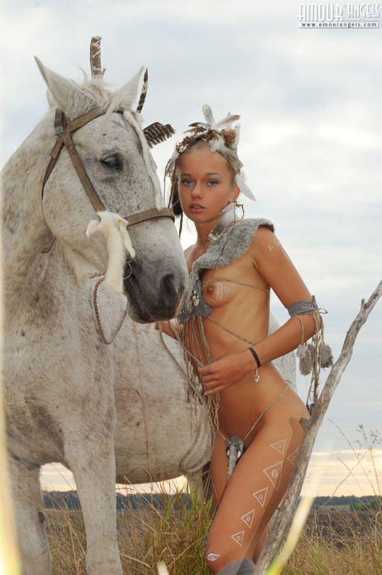 【外人】野性味あふれる美少女戦士すんな(Sunna)がおまんこパックリ野外露出コスプレしてるポルノ画像 1247