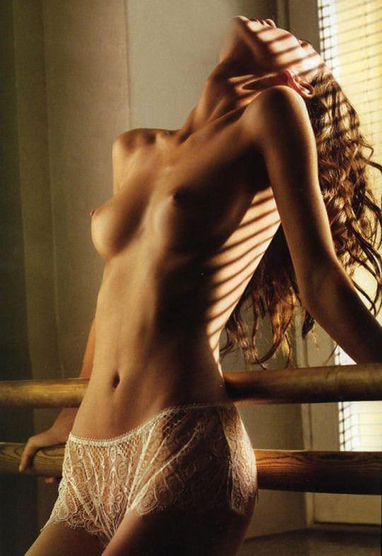 【外人】憧れのブロンド美女がエッチなおっぱいヌードを披露するポルノ画像 1261