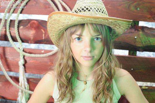 【外人】カウボーイのコスプレがめちゃ可愛いロシアン美少女のマン毛ヌードポルノ画像 129