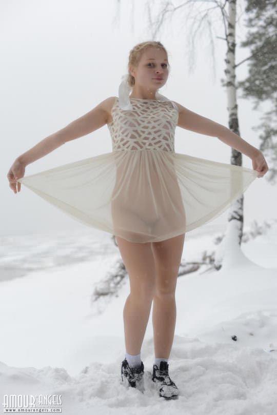 【外人】洋ロリティーンのシャーシャ(Sasha)が幼児体型の裸体を雪原露出ポルノ画像 1298