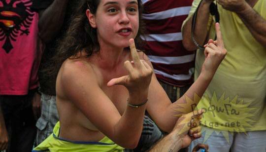 【外人】ブラジル人美女がトップレスで講義する誘惑半端ない露出ポルノ画像 132