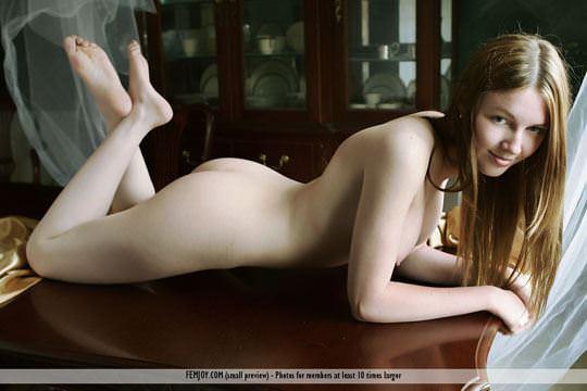【外人】 処女のように美しいおっぱいを持つポーランドのミーガン(Megan)がヌード撮影してるポルノ画像 1320