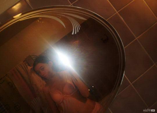 【外人】盛のついた発情期のチェコの素人娘がコンドームと自画撮りポルノ画像 1334