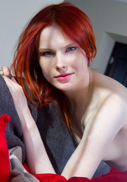 【外人】綺麗な赤毛を身に纏った美乳おっぱいヌードのポルノ画像 1359
