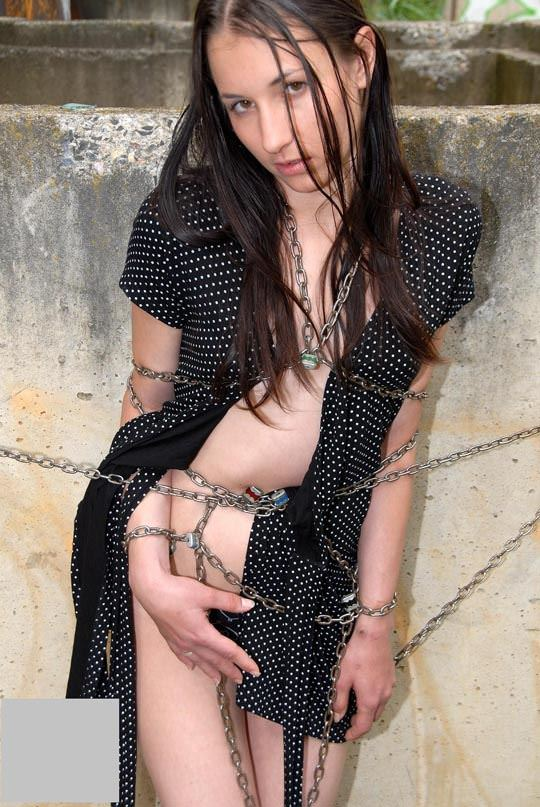 【外人】緊縛・拘束で調教される事に性的興奮を感じる海外美女のソフトSMポルノ画像 1384