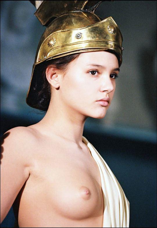 【外人】ロリ顔でめっちゃ可愛いフランス人女優のヴィルジニー・ルドワイヤン(Virginie Ledoyen)の若き日のおっぱいポルノ画像 1401