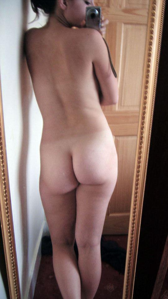 【外人】まんまるで張りのあるお尻が超魅力的な素人の自画撮りポルノ画像 1420