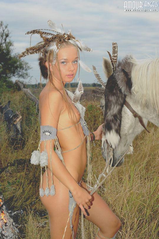 【外人】野性味あふれる美少女戦士すんな(Sunna)がおまんこパックリ野外露出コスプレしてるポルノ画像 1441