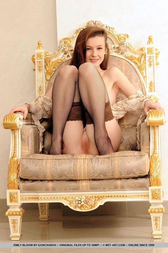【外人】ウクライナの美白巨乳美女エミリー・ブルーム(Emily Bloom)のおまんこ開脚ポルノ画像 1466