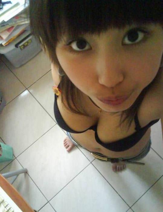 【外人】台湾人の激カワ素人娘が自慢の巨乳おっぱいを自画撮りしてネットうpのポルノ画像 149