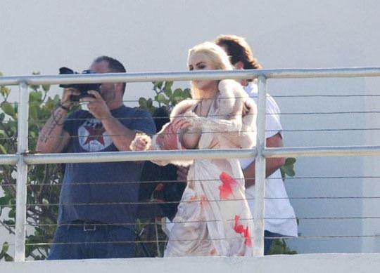 【外人】アメリカ人女優リンジー・ローハン(Lindsay Lohan)の豊胸おっぱいの横乳がめちゃエロいポルノ画像 1514