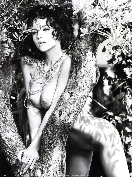 【外人】プレイボーイ誌に掲載されたウクライナ人ユージニア(Eugenia Diordiychuk)の美爆乳おっぱいヌードのポルノ画像 1557