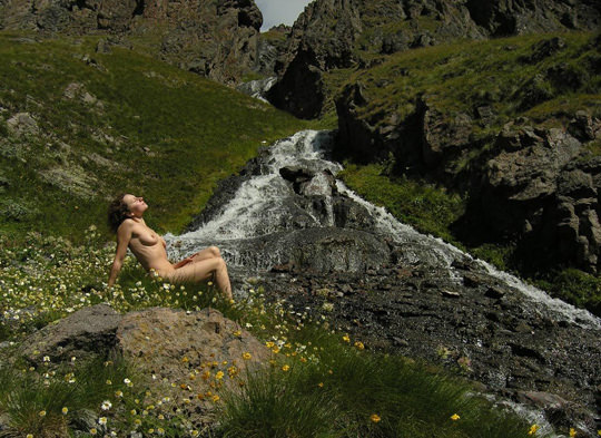 【外人】裸で居ることが大好きなヌーディスト達のアウトドアライフのポルノ画像 1583