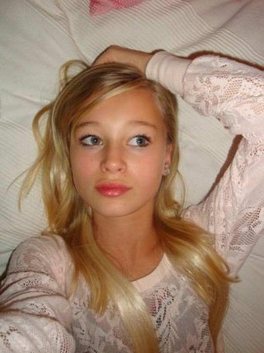 【外人】素人なのにガチ美少女のロリティーンの自画撮りポルノ画像 161