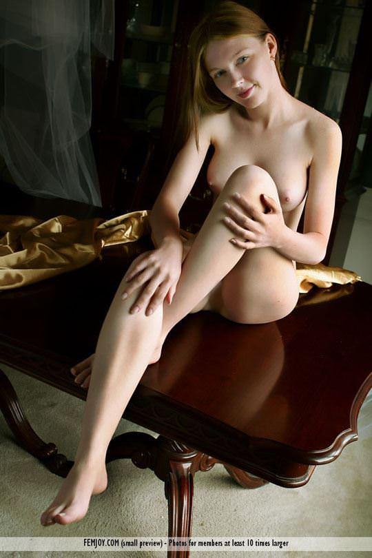 【外人】 処女のように美しいおっぱいを持つポーランドのミーガン(Megan)がヌード撮影してるポルノ画像 1617