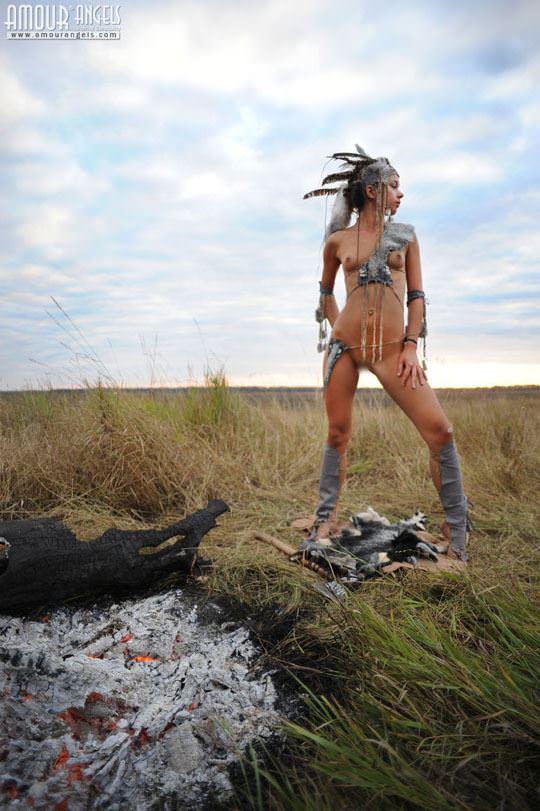 【外人】野性味あふれる美少女戦士すんな(Sunna)がおまんこパックリ野外露出コスプレしてるポルノ画像 1635