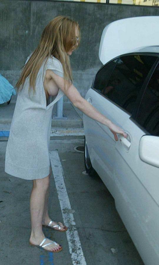 【外人】アメリカ人女優リンジー・ローハン(Lindsay Lohan)の豊胸おっぱいの横乳がめちゃエロいポルノ画像 1714