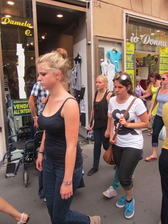 【外人】ローマで街撮りされちゃった女の子たちの着衣エロポルノ画像 173