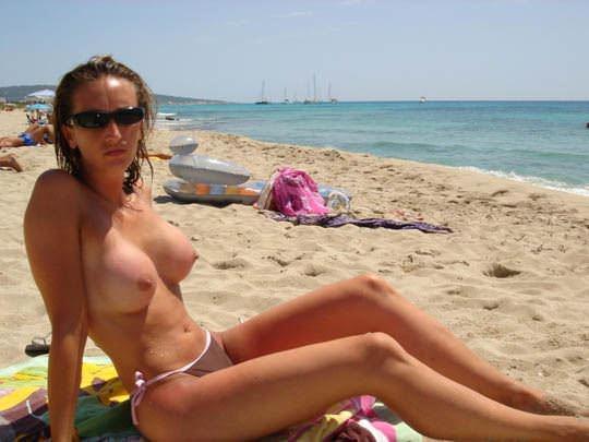 【外人】素晴らしき美巨乳を露わにビーチで遊ぶおっぱいギャル達の露出ポルノ画像 1737