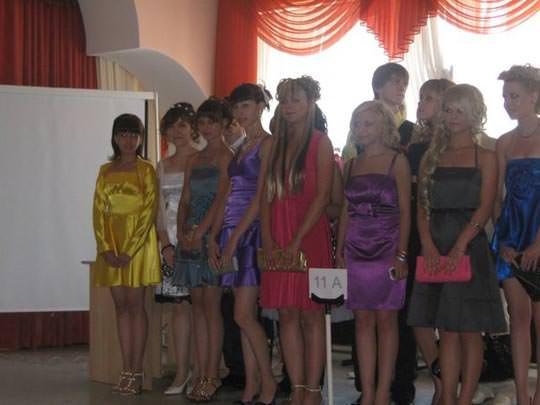 【外人】学校の美人コンテストに出場するロシアン素人美少女の77センチ貧乳バストのポルノ画像 1755