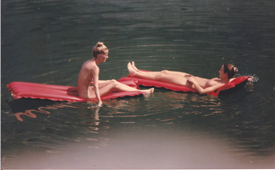 【外人】裸で居ることが大好きなヌーディスト達のアウトドアライフのポルノ画像 1770