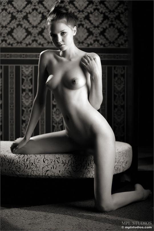 【外人】超絶人気のヌードモデルを集めたエロ可愛いポルノ画像 1773
