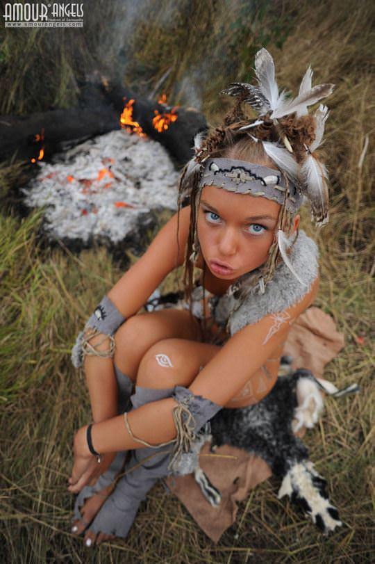 【外人】野性味あふれる美少女戦士すんな(Sunna)がおまんこパックリ野外露出コスプレしてるポルノ画像 1830