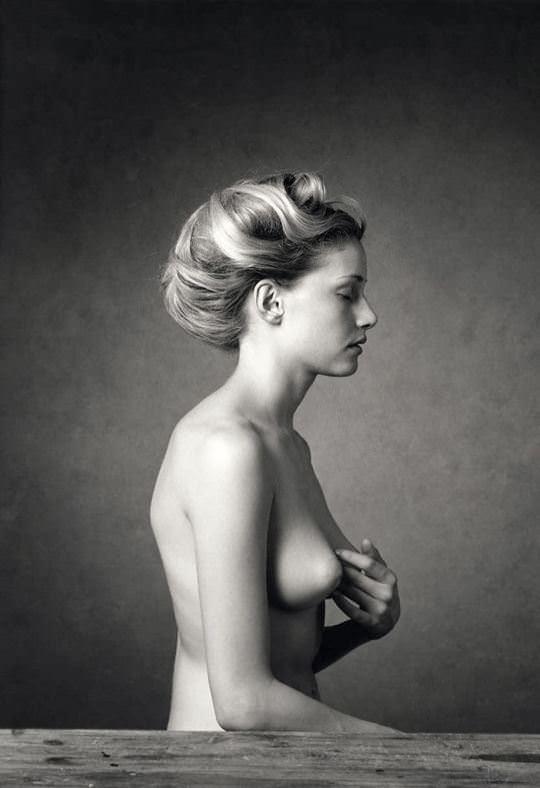 【外人】海外女性の整った顔立ちがモノクロ写真で際立つヌードポルノ画像 1843