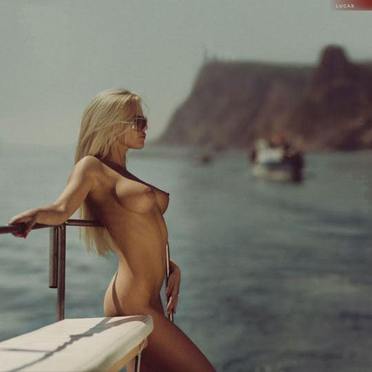 【外人】おっぱい腰お尻に掛けて女達の柔らかい曲線美がエロ過ぎるポルノ画像 1926