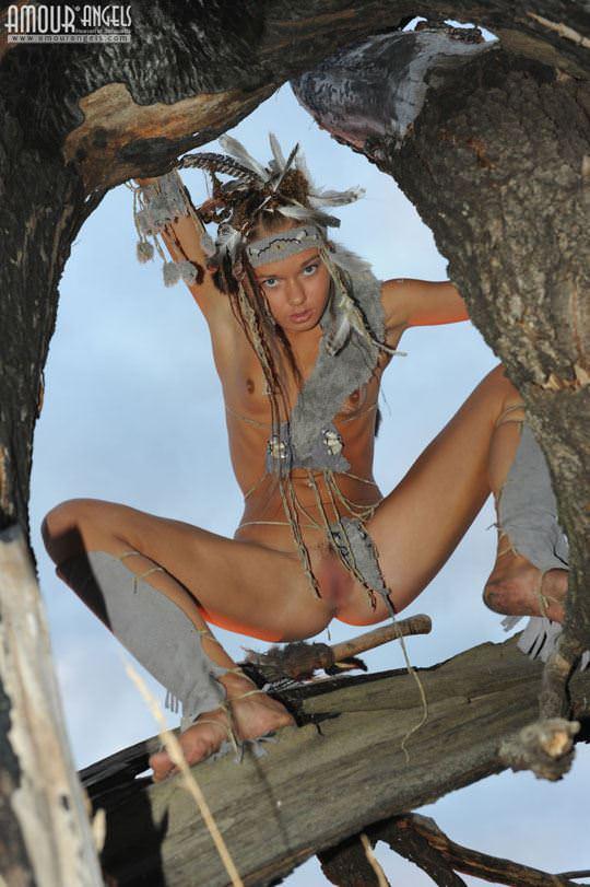 【外人】野性味あふれる美少女戦士すんな(Sunna)がおまんこパックリ野外露出コスプレしてるポルノ画像 1930