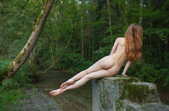 【外人】水辺で遊ぶ美女達が妖精のようで美しい露出ポルノ画像 2019