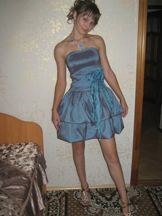 【外人】学校の美人コンテストに出場するロシアン素人美少女の77センチ貧乳バストのポルノ画像 2043