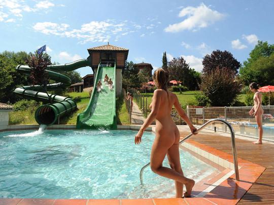 【外人】裸で居ることが大好きなヌーディスト達のアウトドアライフのポルノ画像 2057