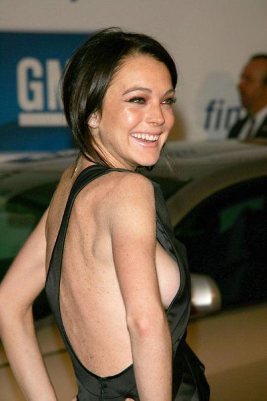 【外人】アメリカ人女優リンジー・ローハン(Lindsay Lohan)の豊胸おっぱいの横乳がめちゃエロいポルノ画像 2116