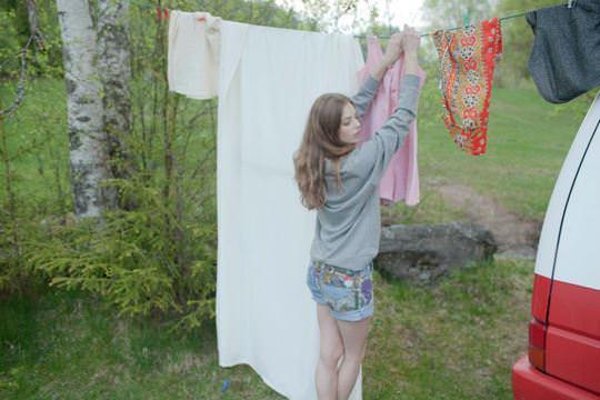 【外人】ロリータ顔のアメリカ人美少女モデルのクリスティン・フローセス(Kristine Froseth)が野外キャンプしてるポルノ画像 2127