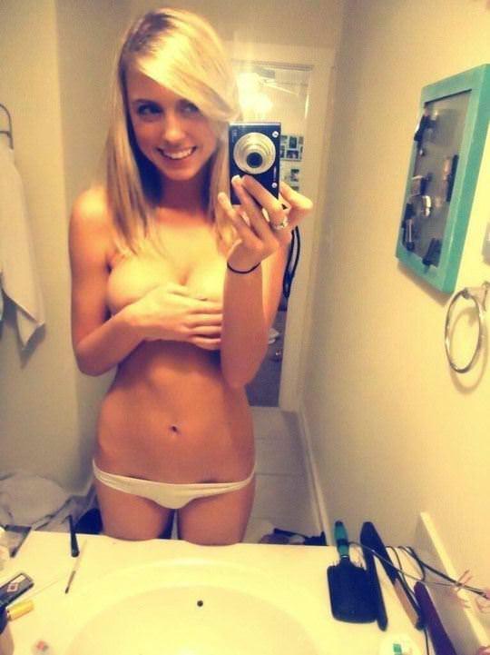 【外人】ボインボインの美巨乳おっぱいを自画撮りネット投稿する素人娘のポルノ画像 2134