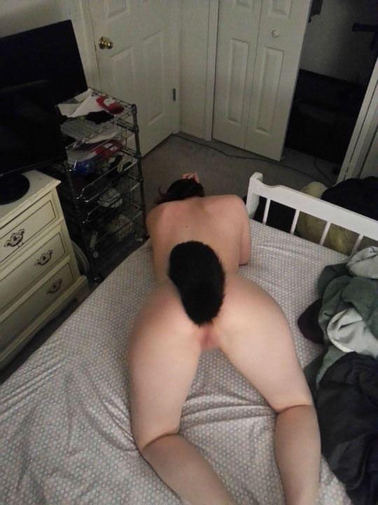 【外人】しっぽ型アナルプラグを差し込んでアニマルコスプレをしてる可愛いポルノ画像 2139