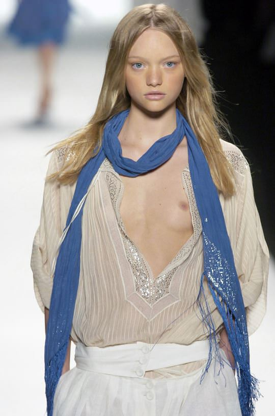 【外人】オーストラリア人モデルのドール顔ジェマ・ワード(Gemma Louise Ward)が貧乳おっぱい乳首チラポルノ画像 2171