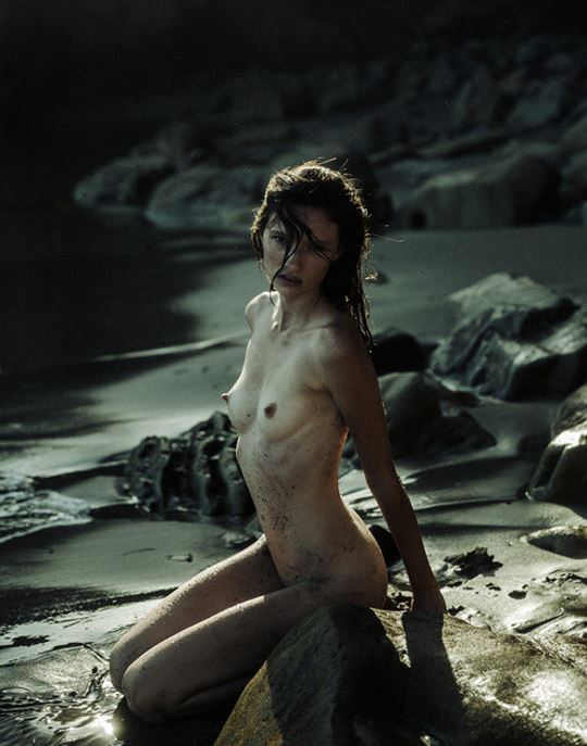【外人】綺麗な赤毛を身に纏った美乳おっぱいヌードのポルノ画像 2235